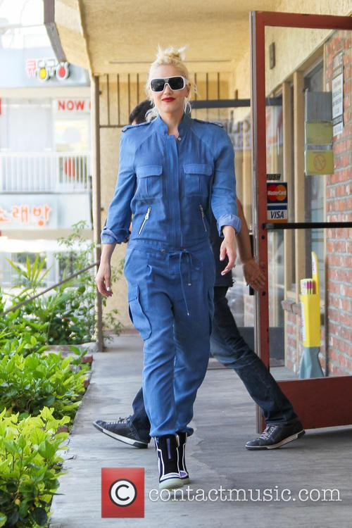 Gwen Stefani goes for an acupuncture appointment