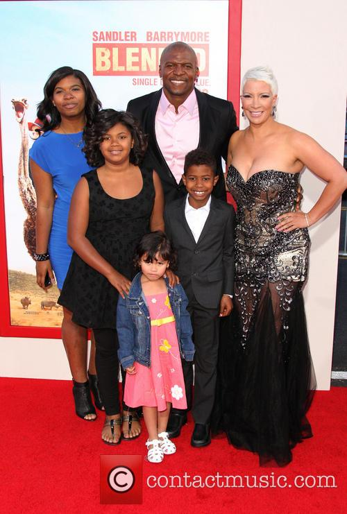 Terry Crews, Rebecca King-crews, Naomi Burton-crews, Isaiah Crews, Tera Crews and Wynfrey Crews 4