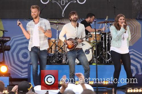Lady Antebellum, L to R, Charles Kelley, Dave Haywood and Hillary Scott 4