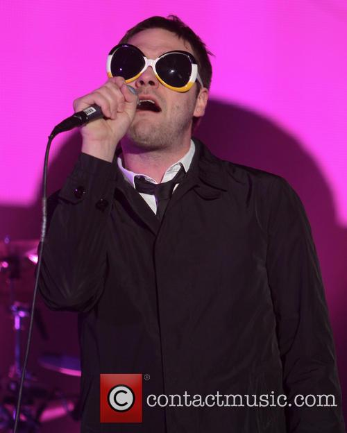 Tom Meighan and Kasabian 5