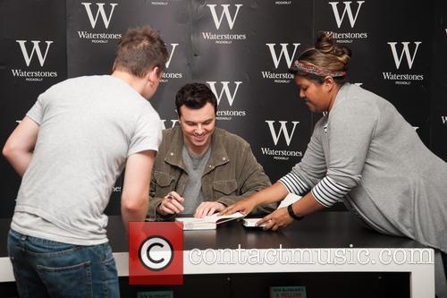 Seth MacFarlane publicizes his new novel at Waterstones...