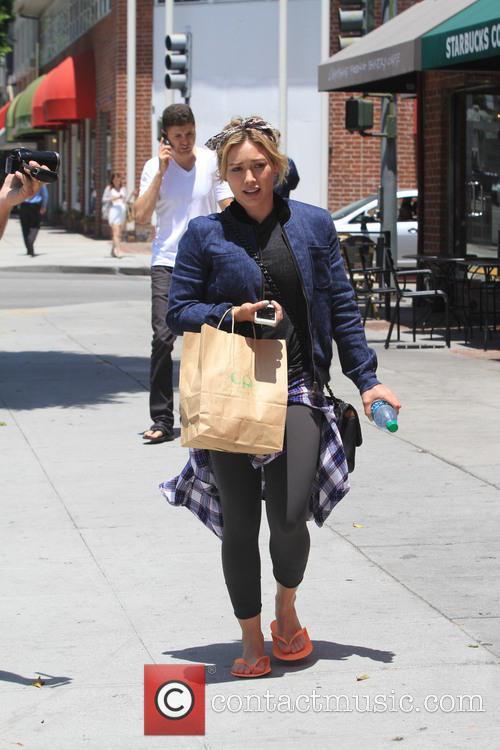 Hilary Duff Goes to Nail Salon