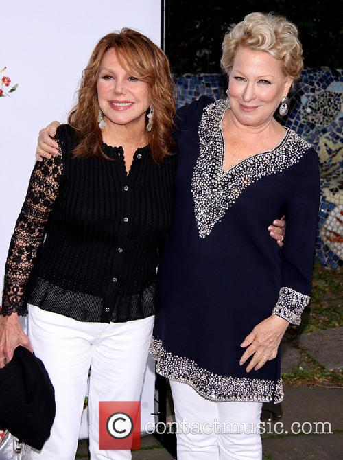 Marlo Thomas and Bette Midler 1