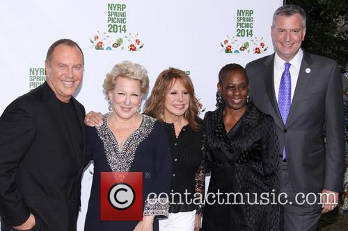 Michael Kors, Bette Midler, Marlo Thomas, Chirlane Mccray and Mayor Bill De Blasio 7