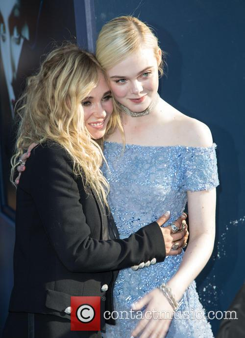 Juno Temple and Elle Fanning 9