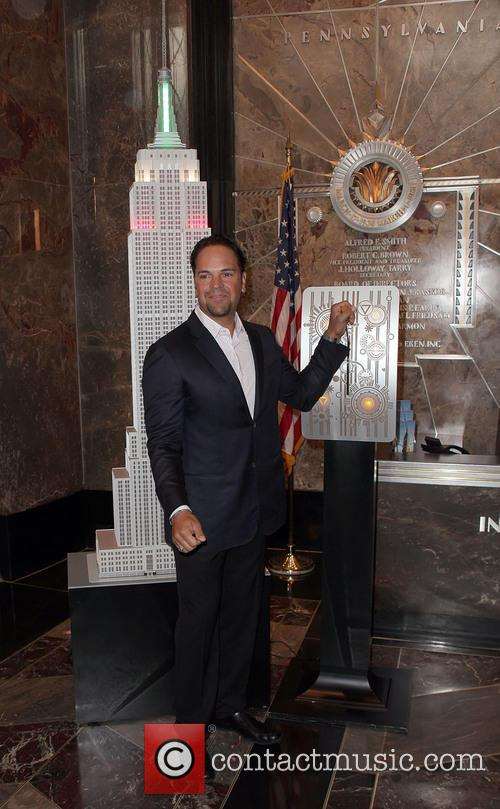 Mike Piazza lights up the Empire State Building