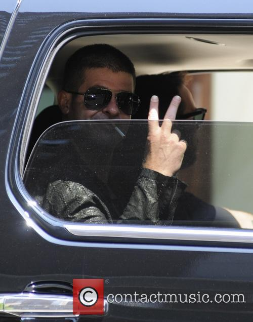 Robin Thicke, Peace, Hand Sign and Hand Gesture 2