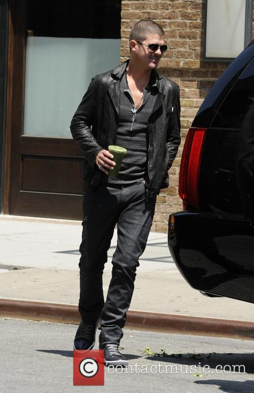 Robin Thicke grabs a juice in Manhattan
