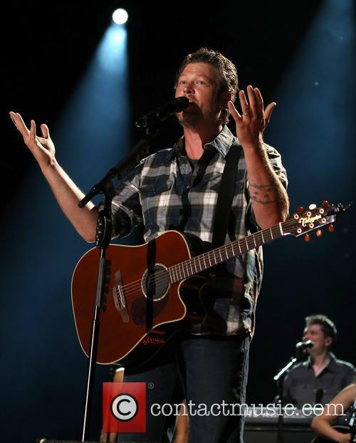 Blake Shelton Blake Shelton Performs At 2014 Cma Music