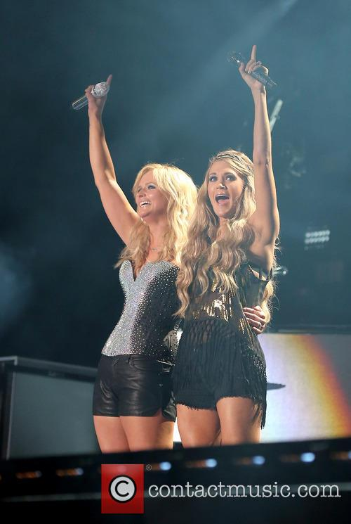miranda lambert carrie underwood miranda lambert night 2 4233060