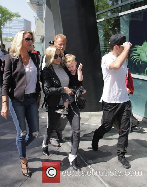 Hilary Duff, Mike Comrie and Luca Comrie 7
