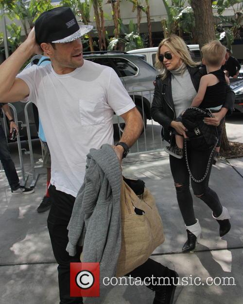 Hilary Duff, Mike Comrie and Luca Comrie 10