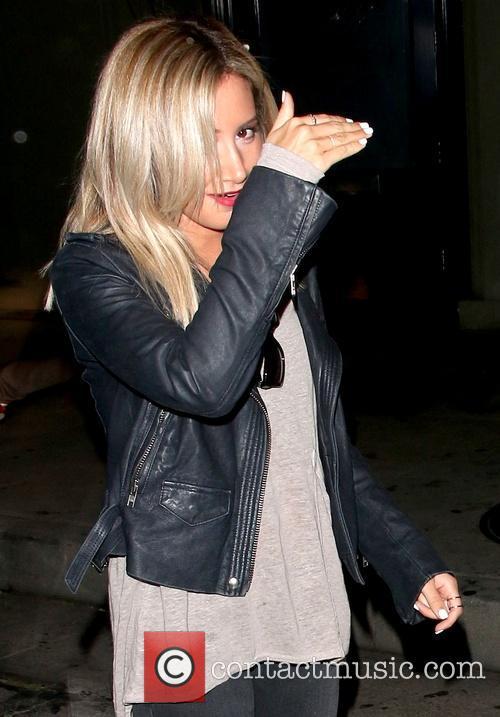 Ashley Tisdale leaves Craig's restaurant