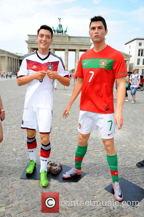 Mesut Oezil and Cristiano Ronaldo 2