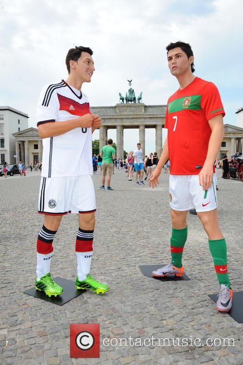 Mesut Oezil and Cristiano Ronaldo 3