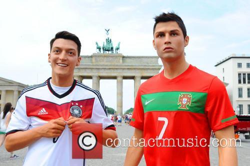 Mesut Oezil and Cristiano Ronaldo 4