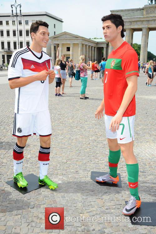Mesut Oezil and Cristiano Ronaldo 5