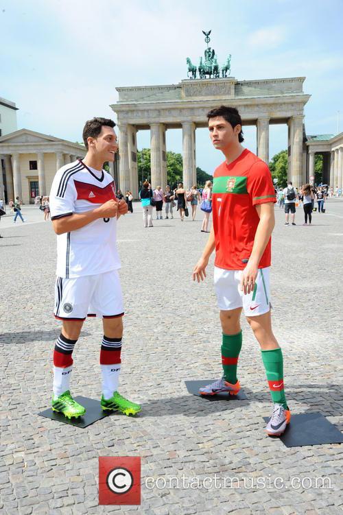Mesut Oezil and Cristiano Ronaldo 12