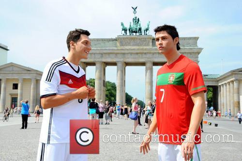 Mesut Oezil and Cristiano Ronaldo 14