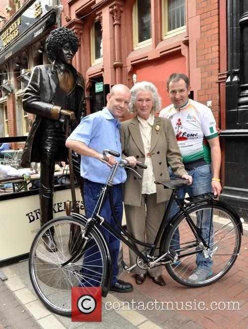 Philomena Lynott presented with her newly restored 1915...