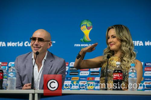 Pitbull and Claudia Leitte 3