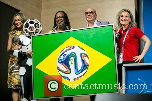 Pitbull, Claudia Leitte, Coreografa Daphne Cornez and Joao Jorge Rodrigues 2