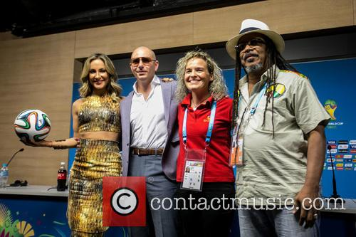Pitbull, Claudia Leitte, Coreografa Daphne Cornez and Joao Jorge Rodrigues 10