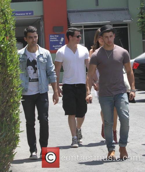 Nick Jonas and Joe Jonas 5