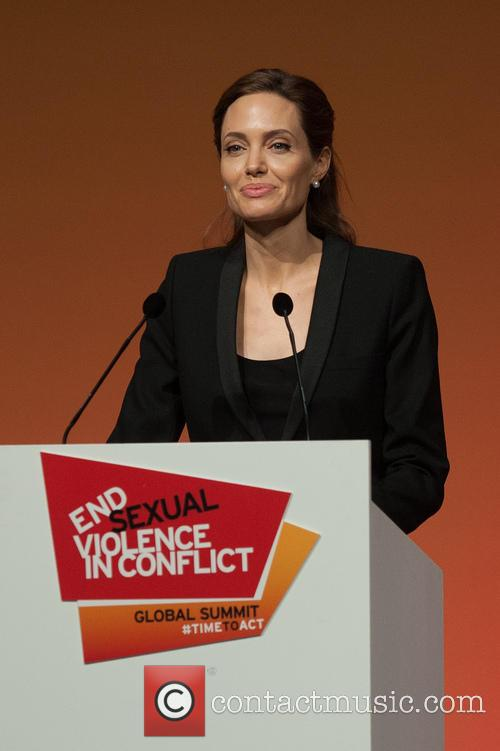 Angelina Jolie 16