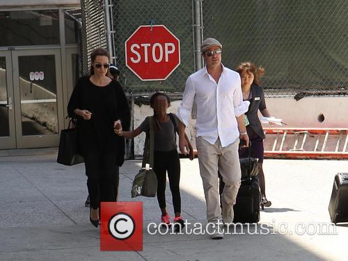 Angelina Jolie, Brad Pitt and Zahara Jolie-pitt 3