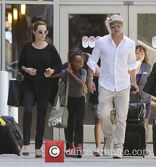 Angelina Jolie, Brad Pitt and Zahara Jolie-pitt 7