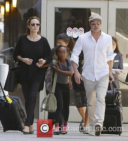 Angelina Jolie, Brad Pitt and Zahara Jolie-pitt 9
