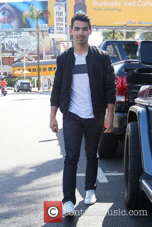 joe jonas joe jonas leaves an office 4248992