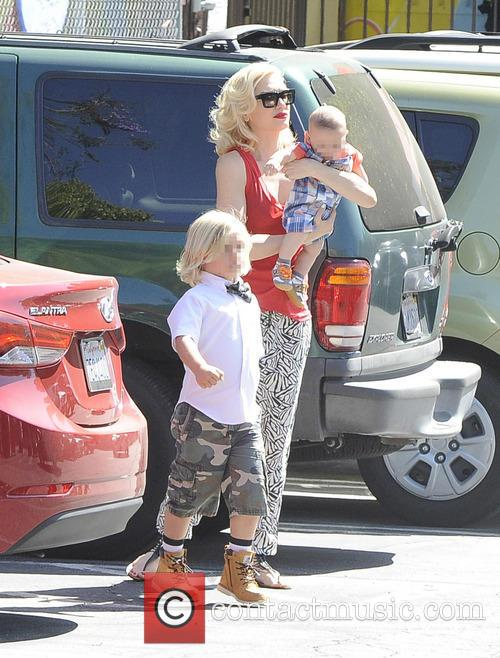 Gwen Stefani, Zuma Rossdale and Apollo Rossdale 8