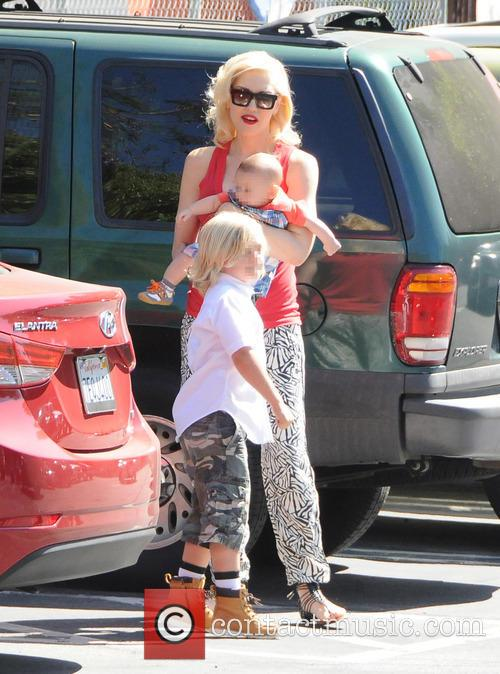 Gwen Stefani, Zuma Rossdale and Apollo Rossdale 9