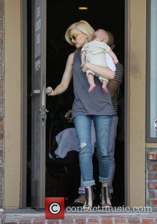Gwen Stefani spotted leaving an acupuncture clinic with...