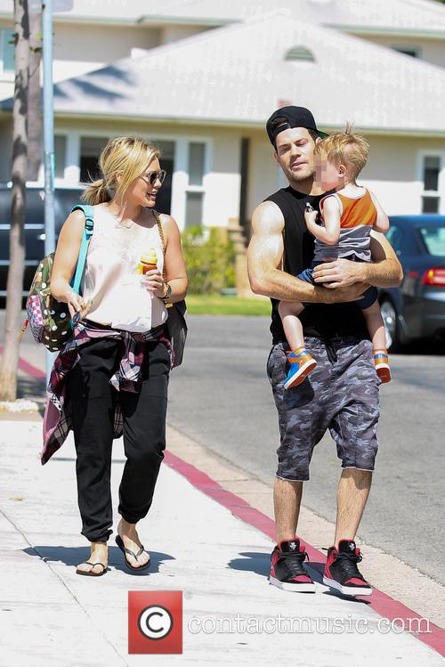 Hilary Duff, Mike Comrie and Luca Comrie 3