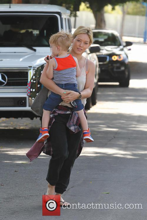 Hilary Duff, Mike Comrie and Luca Comrie 12