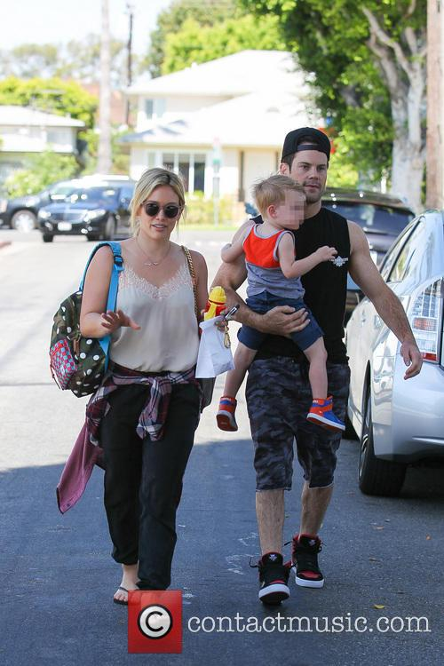 Hilary Duff, Mike Comrie and Luca Comrie 14