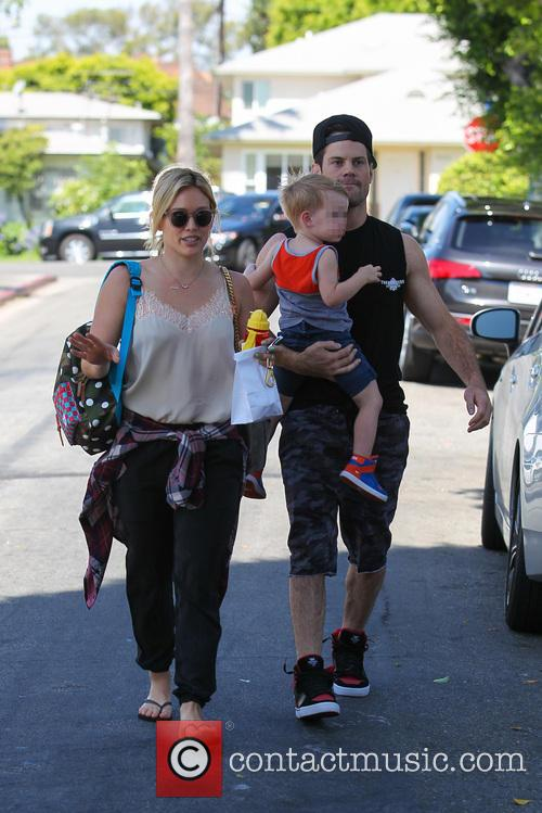 Hilary Duff, Mike Comrie and Luca Comrie 15