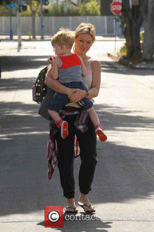 Hilary Duff, Mike Comrie and Luca Comrie 16