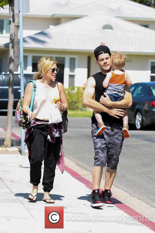 Hilary Duff, Mike Comrie and Luca Comrie 17