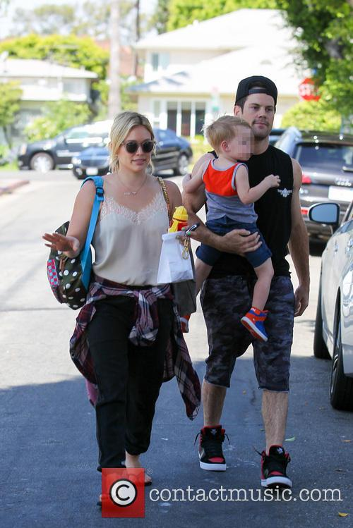 Hilary Duff, Mike Comrie and Luca Comrie 18