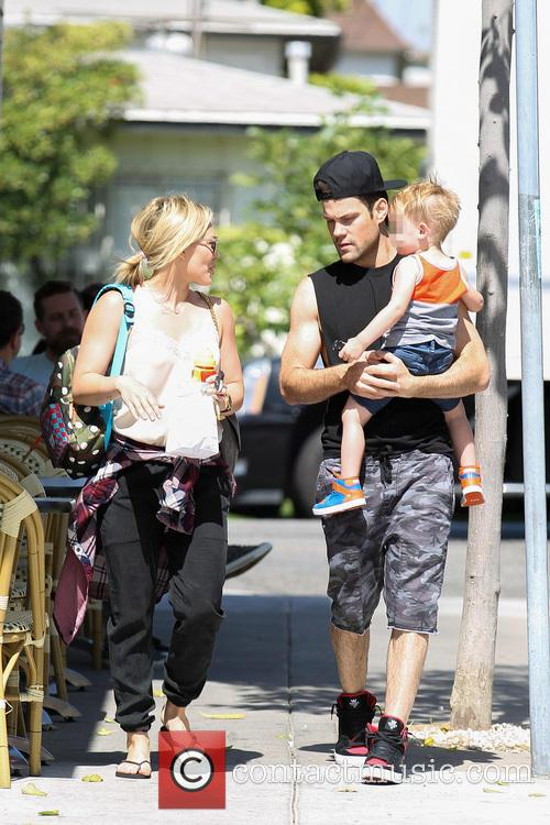 Hilary Duff, Mike Comrie and Luca Comrie 21