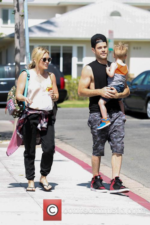 Hilary Duff, Mike Comrie and Luca Comrie 22