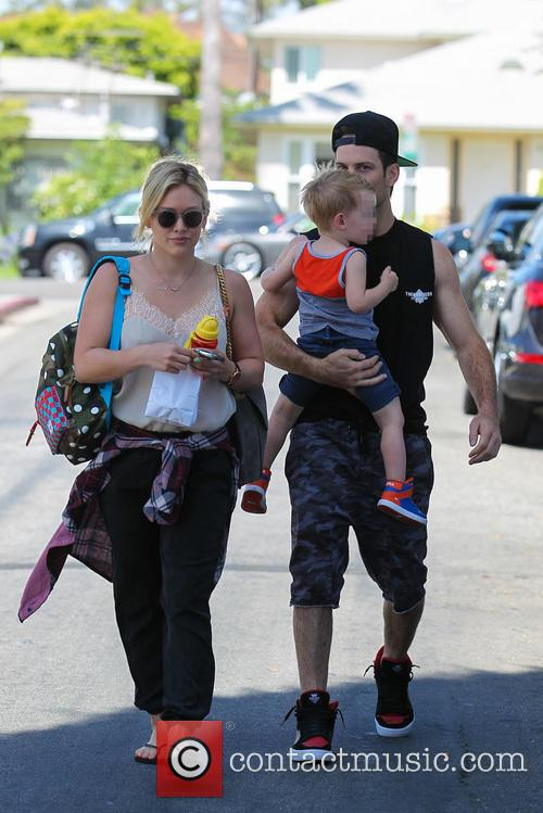Hilary Duff, Mike Comrie and Luca Comrie 24