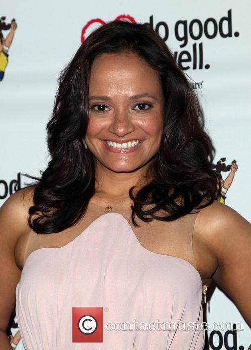 Judy Reyes, The Crest