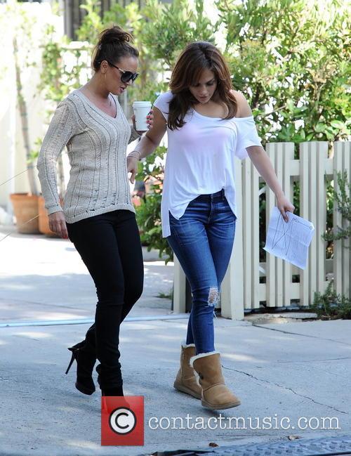 Jennifer Lopez and Leah Remini 5