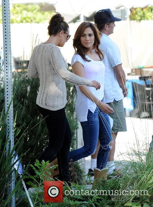Jennifer Lopez and Leah Remini 8