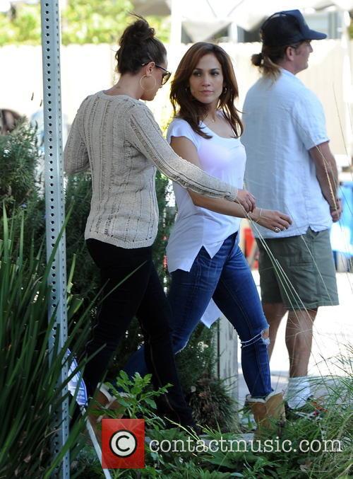 Jennifer Lopez and Leah Remini 9